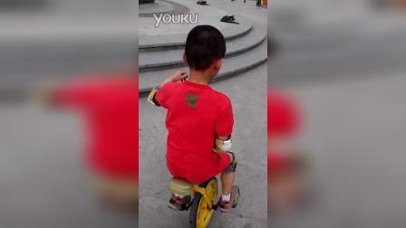 张昊霖在王串场公园玩独轮车4