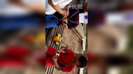 张昊霖在王串场公园玩独轮车2