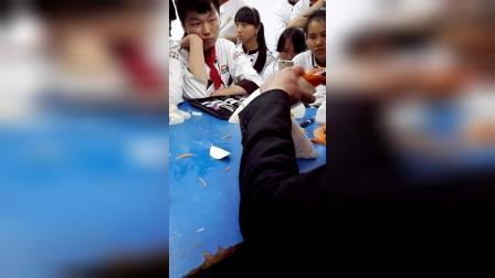 云南新东方烹饪学校刘老师仙鹤雕刻