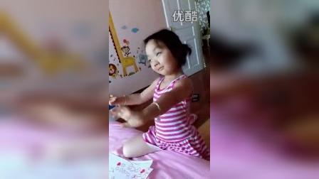 你以为彤宝在跳舞 其实她是在……