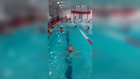 张昊霖在三毛游泳3