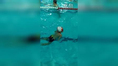 张昊霖在三毛游泳2
