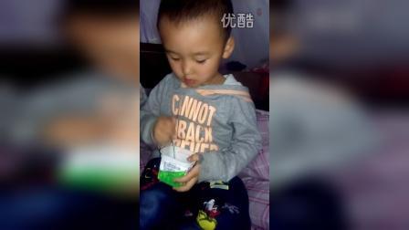 小苹果吃冰激凌2VID_20150829_210901
