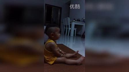 这个小孩子才1岁7个月,真是逆天了。
