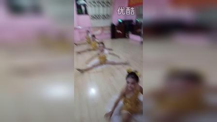 临泉小天使艺术学校小天使班爵士猫舞蹈室排练