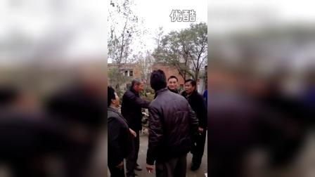 老河口市袁冲乡土地岭村支书和群众的争吵