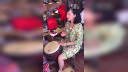 丽江鼓店美女