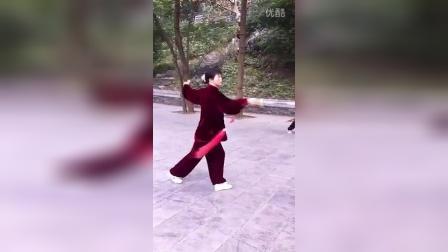 吴菁练习16式长穗剑