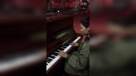 西平县绽磊琴行艺术培训中心-现场版钢琴曲一千个伤心的理由