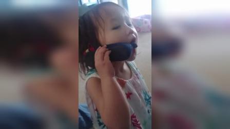 【发现最热视频】人小鬼大!小萝莉拿鞋一本正经的打电话