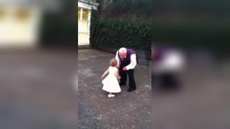 【冯导】爷孙俩可爱的斗舞