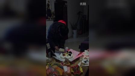 爷爷70岁生日,吃蛋糕啰!🎂🎁🎀
