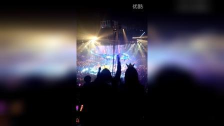 2015.12.31twins LOL演唱会 人人弹起