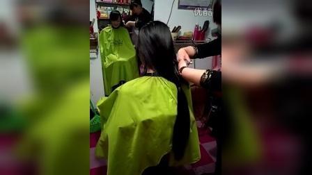 小美女剪长发