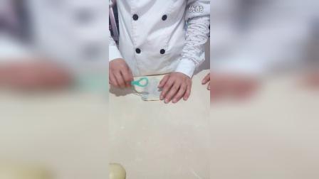 《花式甜面包》卡斯达吉士馅,包入