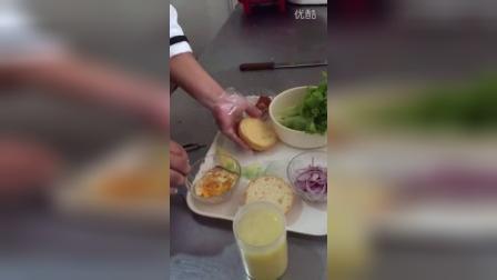 鸡蛋培根汉堡制作