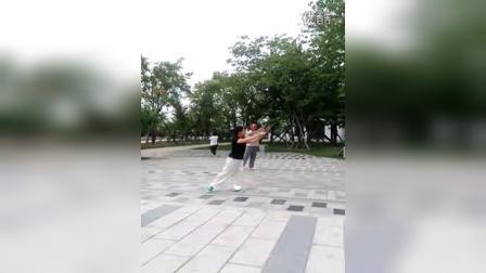 学员练习杨氏太极老六路第一路   学习地点,辽宁省凤城市