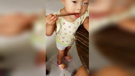_20160801_084219乐乐用筷子夹豆子