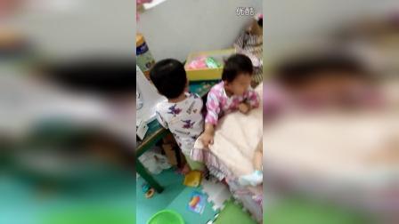慧和弟弟玩