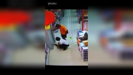 男子逛街中意外坐死亲生儿子