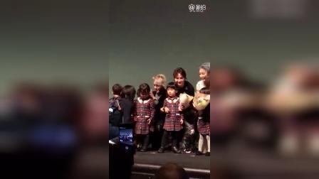 161026【吴亦凡】东京中国电影周首届金鹤奖颁奖和小孩子互动CUT