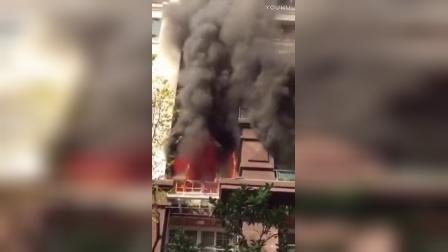 【拍客】重庆永川一小区突发大火 浓烟滚滚