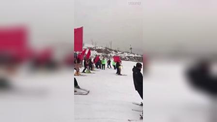这样滑雪一点都不冷