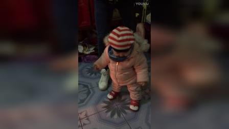 宝贝要走路啦!