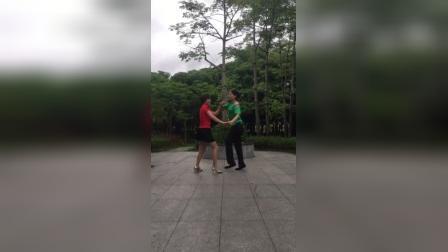 知足常乐舞蹈队云琴,王国芳练习双人舞:三月里的小雨