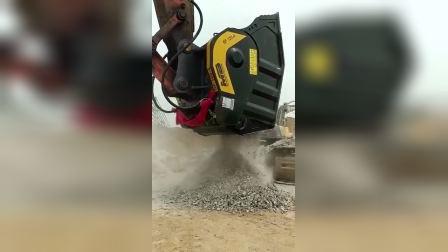 挖机配件破碎斗,大青石秒变碎渣渣