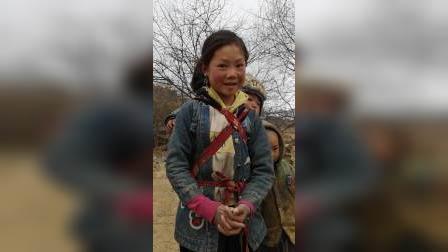 向贫困山区儿童捐衣美篇,大凉山志愿者胡秋根19960235437