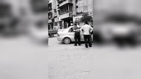 非法营运干不得,逮个现形,请驾驶员下车。驾驶员就不下车。