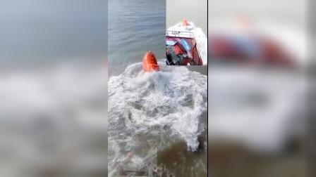 轮船遇险,救生艇投掷
