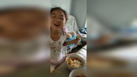 给孩子们做的鸡蛋柿子凉面,素食,吃的可香了。哈哈哈
