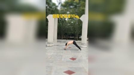 健腹轮锻炼,如果腰腹核心力量还不够,建议多练练跪姿增强核心基础力量