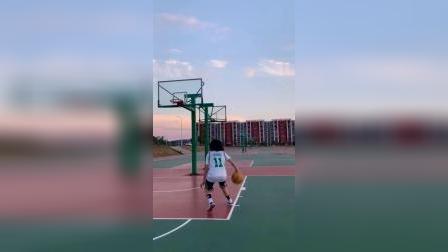 刚开学没人跟我玩篮球啊!