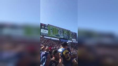 伦纳德洛杉矶现场看球,被全场球迷狂嘘