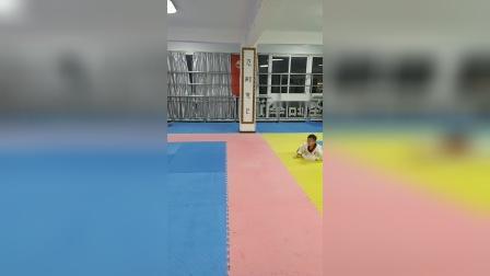 跆拳道青蛙跳提升弹跳力视频