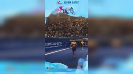 军运会:男子个人400米混合泳,汪顺以4分10秒13的成绩夺冠;赛后,他做了一个动作,让全场尖叫沸腾