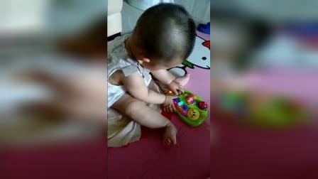 可可狮第11月龄 宝宝玩手指琴