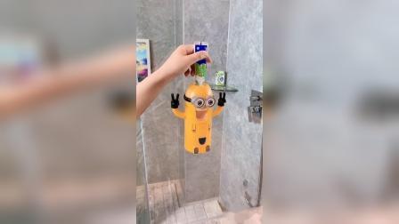 儿子读二年级了还不爱刷牙 老婆买来这个小黄人牙刷套装 装上去第一天儿子就屁颠屁颠的跑过去刷牙了