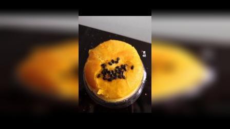 还是那个好吃的蛋黄酥酥皮爱上红豆沙,雪媚娘恋上海鸭蛋四层美味层层叠叠一口咬下去是四种美味酥到掉渣