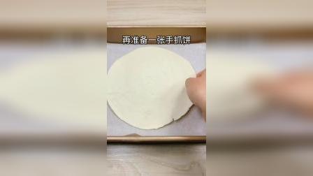 两张手抓饼教你做出简单好吃的风味披萨,味道真是太惊喜了