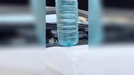 清洁车玻璃就用泡腾片,比玻璃水刮得干净20倍,还养护汽车雨刷
