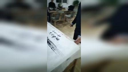 中国长剑将军书画院副院长,时代名家总策划江改银在京城上好服务公司总经理谢海印陪同下,前往琉璃厂千年古宣采购宣纸和墨汁来到和信利展公司进行笔会