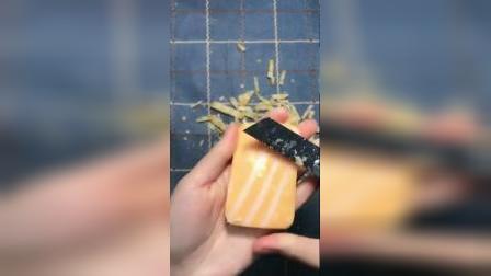 黄白相间的马赛克香皂,真美,刮着真解压.