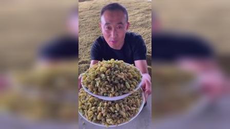 每天做粥的时候可以放一些葡萄干 特别好吃