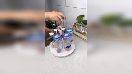 家里备了这个杯架,洗杯子放杯子更方便了,杯子这样放更干净整洁,关键是还很好看