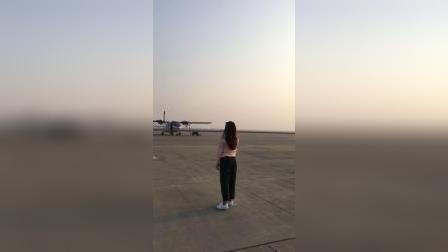 美女,夕阳,飞机,唯美。