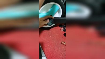 纳豆平衡车辅助轮安装视频.mp4
